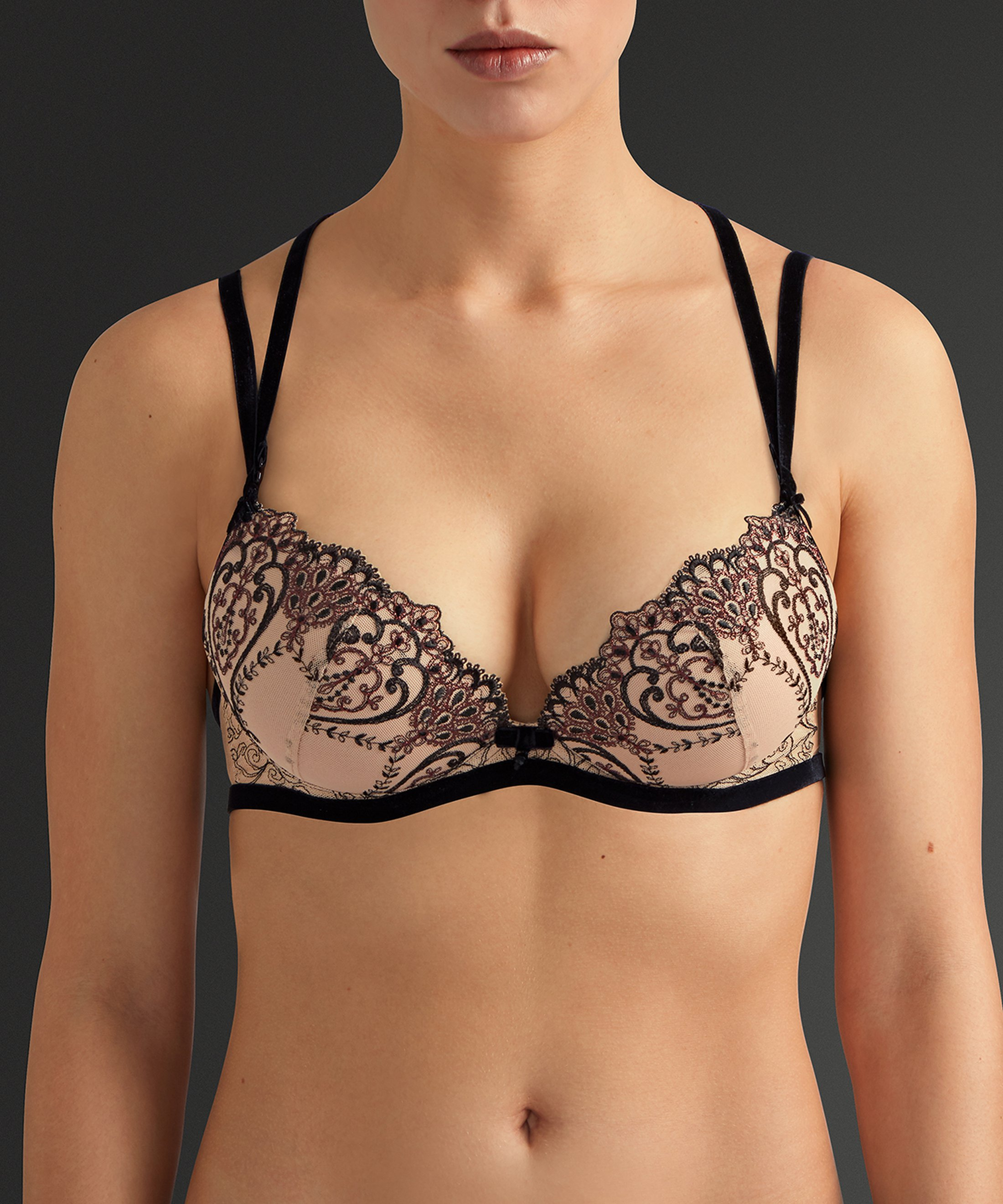 COEURS ENLACÉS Moulded push-up bra Serenade Black | Aubade