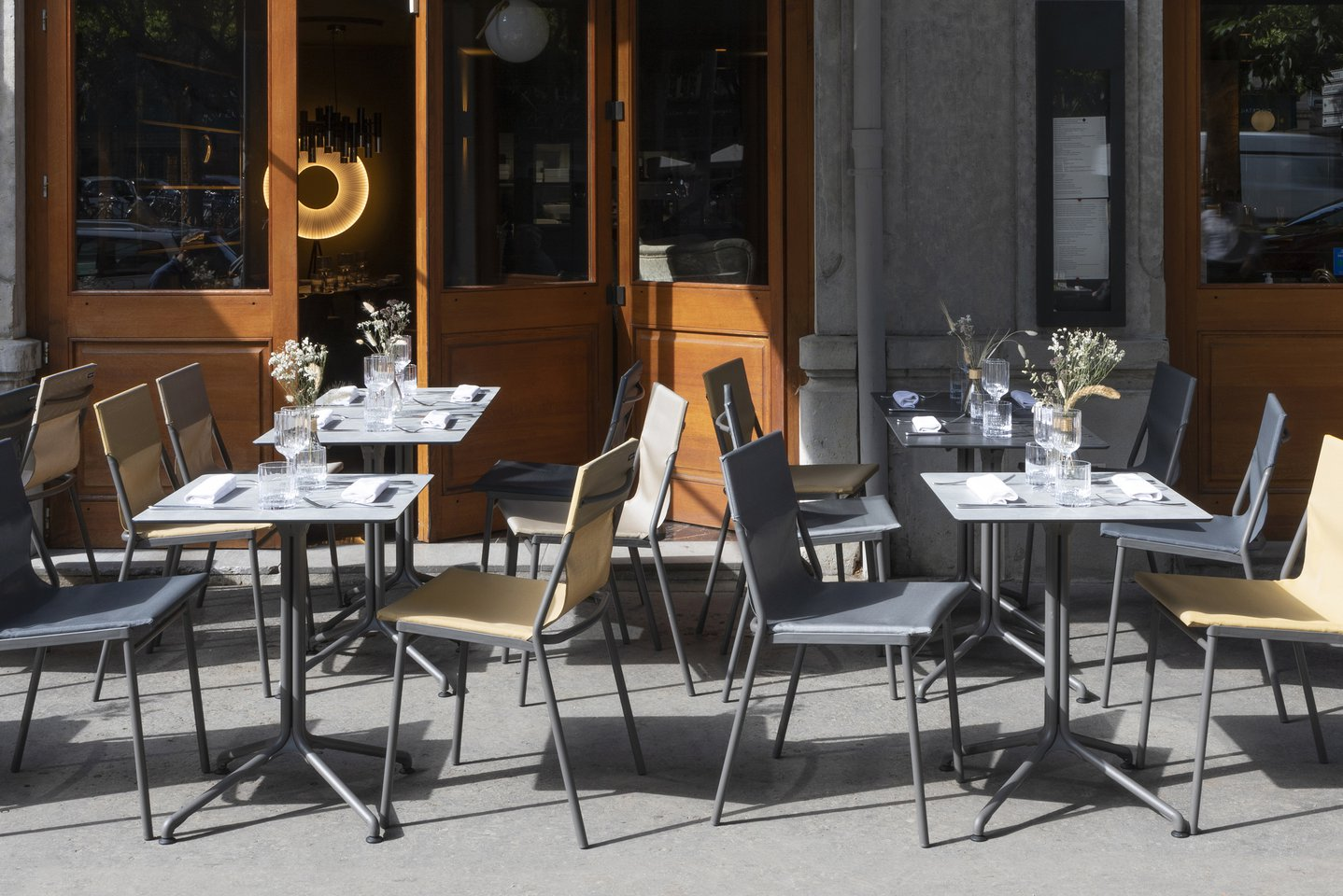 How to set up a restaurant patio ?