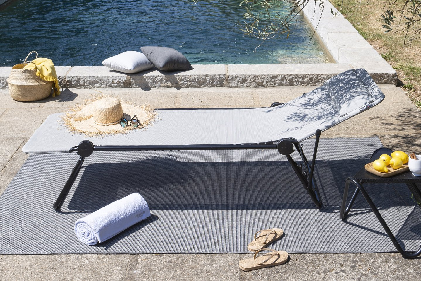 How to succeed with arranging your poolside ?