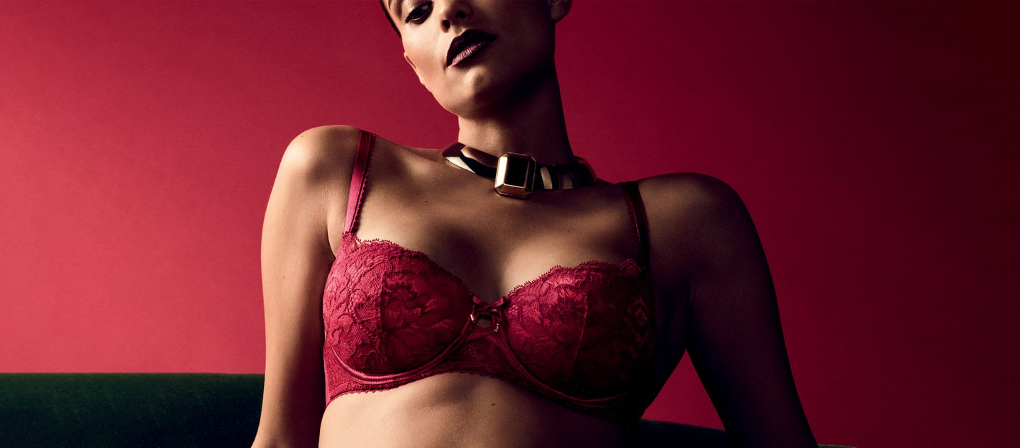 Rote Dessous im Black Friday Sale
